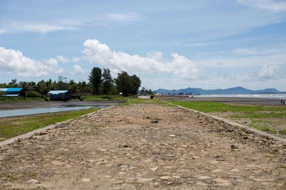 Cette fameuse route, là où s'arrête la zone des Rohingya