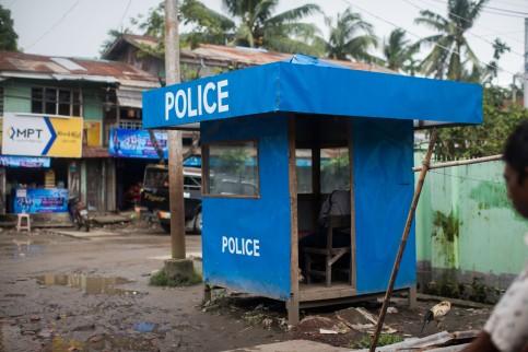 Barage policier dans le quartier musulman de Sittwe
