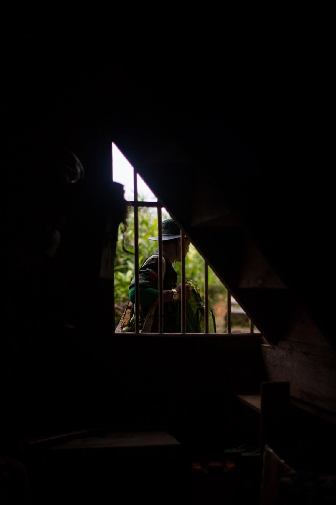 Soldat Shan venant prendre de la nourriture chez les habitants, Tan San, Shan State