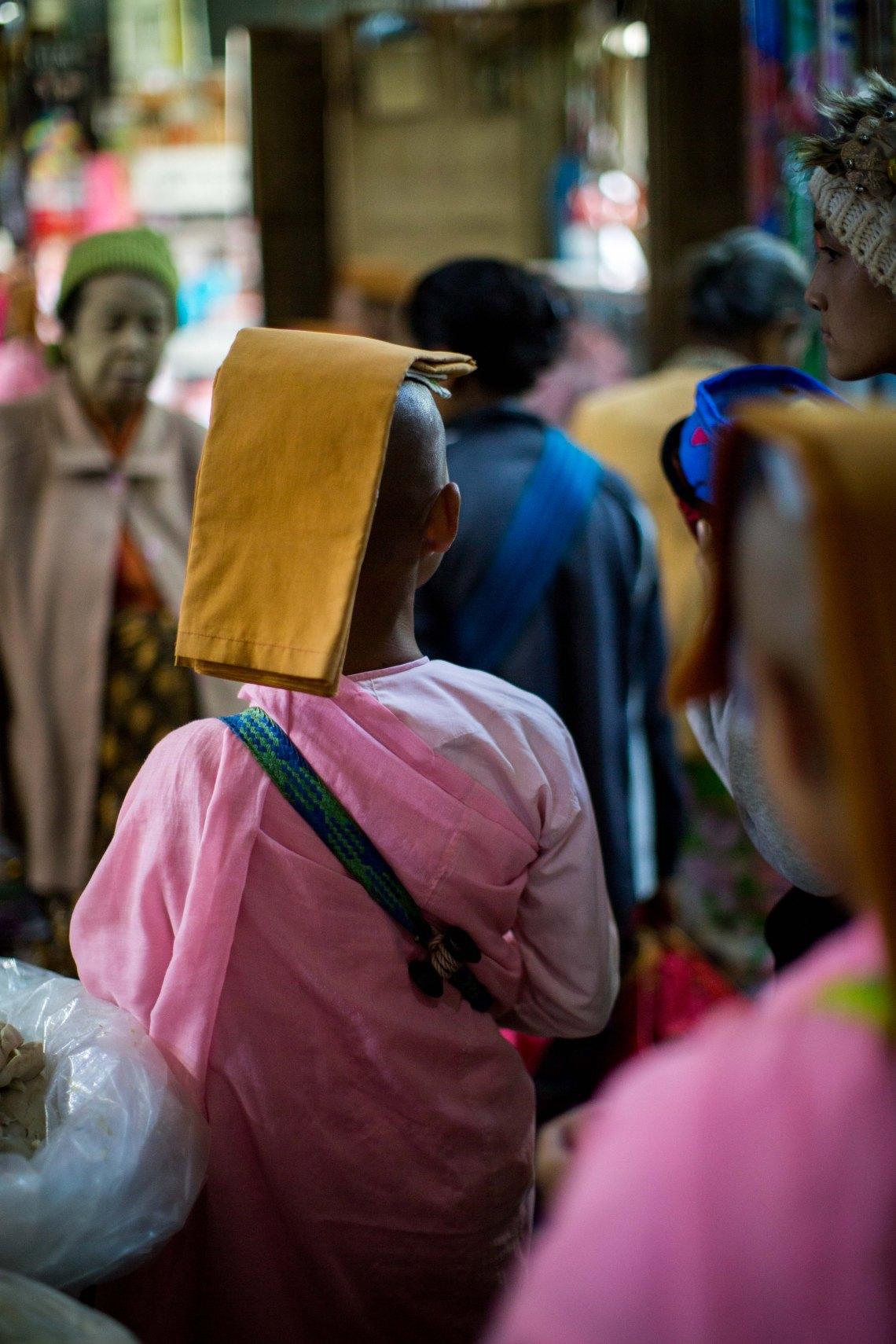 Nonne au marché de Taunggyi, Shan State