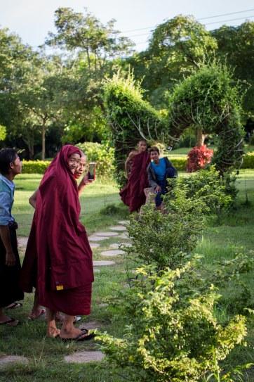 Les moines adorent se prendre en photo