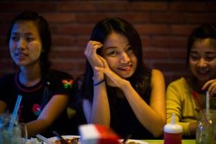Jeunes femmes Kachin, Myitkyina